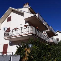 Esterno dell'appartamento in vendita a Campo di Giove presso condominio di Via Sant'Antonino